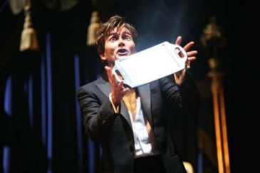 """""""A Mirror Up To Nature"""": David Tennant in the RSC's Hamlet (2009)"""